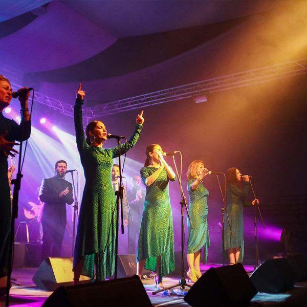 concierto-chicas-cantando